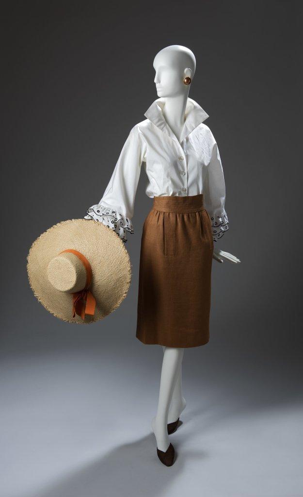 Ensemble de jour compose d'une blouse dite Bettina en coton et d'une jupe en lin, ete 1952