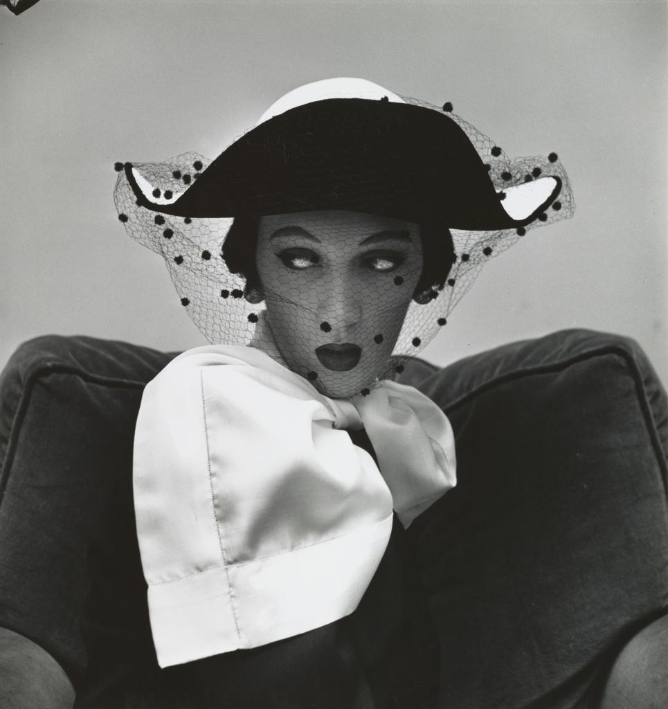Irving Penn, Spanish Hat by Tatiana du Plessix (Dovima), New York, 1949 - Exposition Irving Penn au Grand Palais
