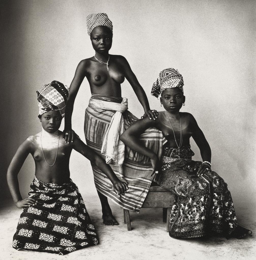Irving Penn, Three Dahomey Girls, One Standing, 1967 - Exposition Irving Penn au Grand Palais