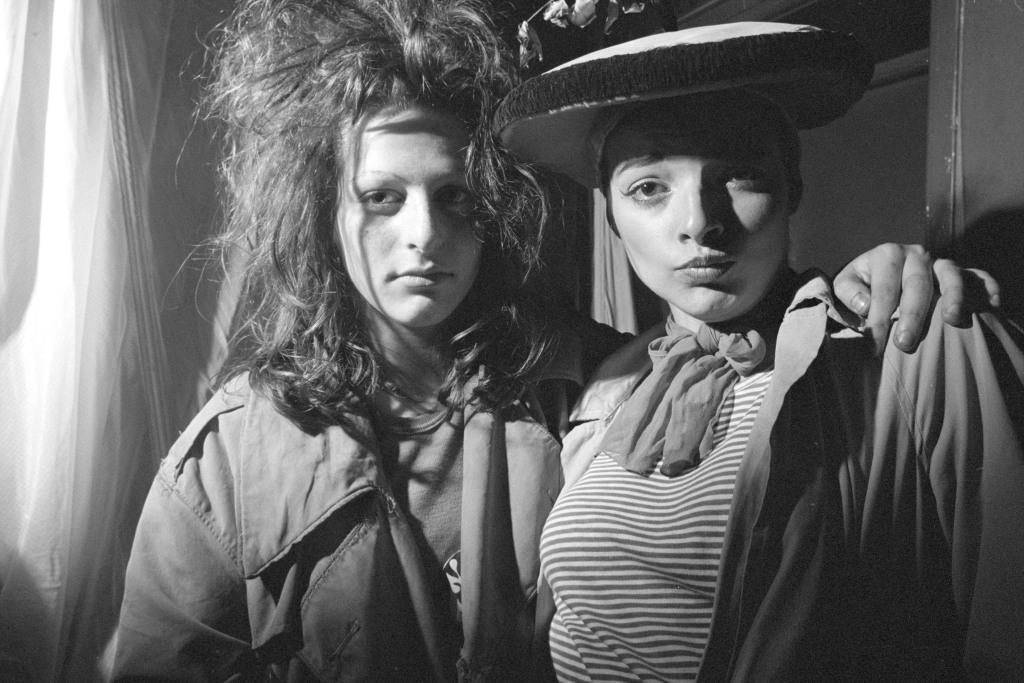 Karen Knorr & Olivier Richon, Nina Hagën et Ari Up, Série Punk, 1977 Les femmes s'en melent