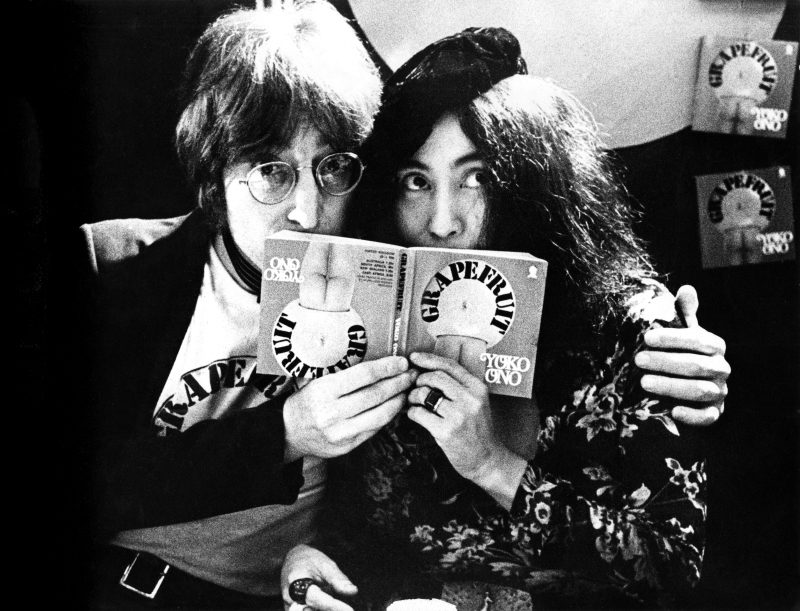 selfridges, oxford street London, Great Britain - 1971,  (Photo Gijsbert Hanekroot/Redferns) *** Local Caption *** lennon, john yoko ono beatles