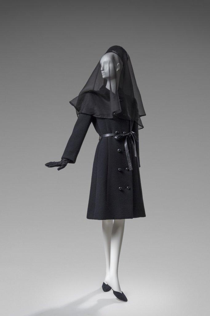 Manteau en lainage ayant eteporte par la Duchesse de Windsor aux funerailles du Duc de Windsor, 1972