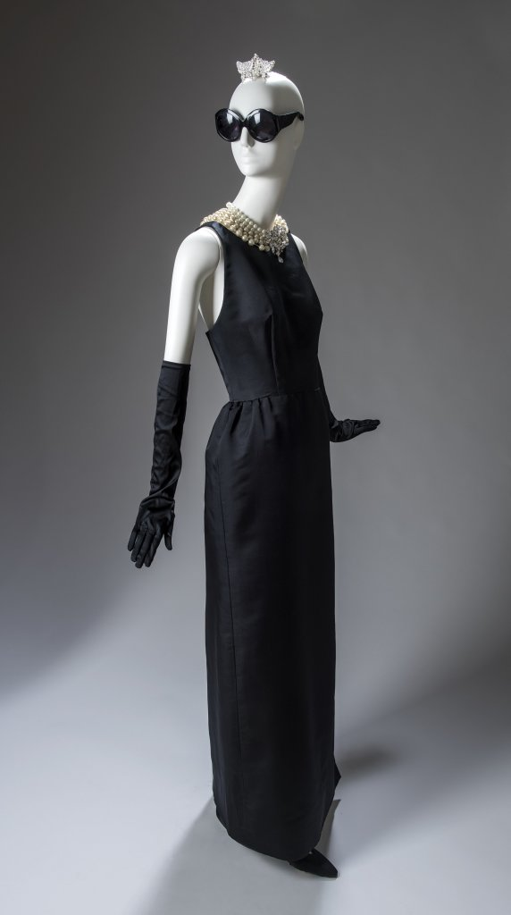 Robe fourreau du soir portee par Audrey Hepburn dans le film Breakfast at Tiffany's (Diamants sur Canape) de Blake Edwards, 1961