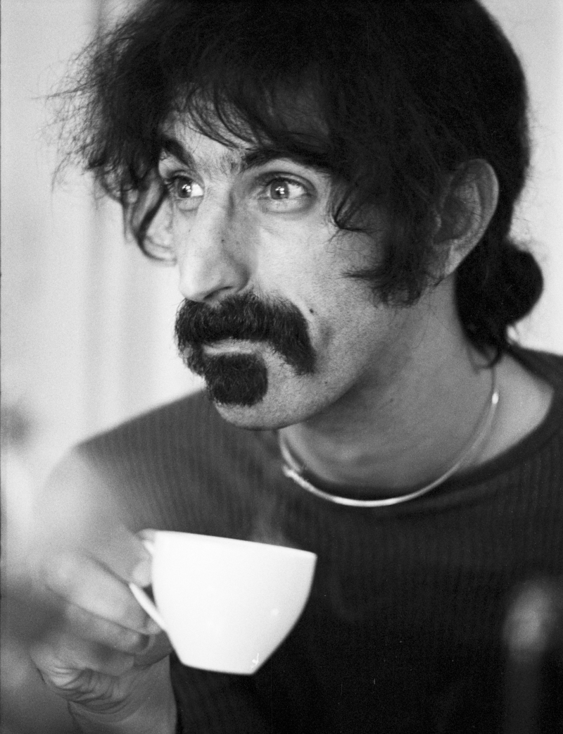 AMSTERDAM, NETHERLANDS - SEPTEMBER 17: Frank Zappa posed with a cup of tea in Amsterdam, Netherlands on September 17 1972 (Photo by Gijsbert Hanekroot/Redferns)