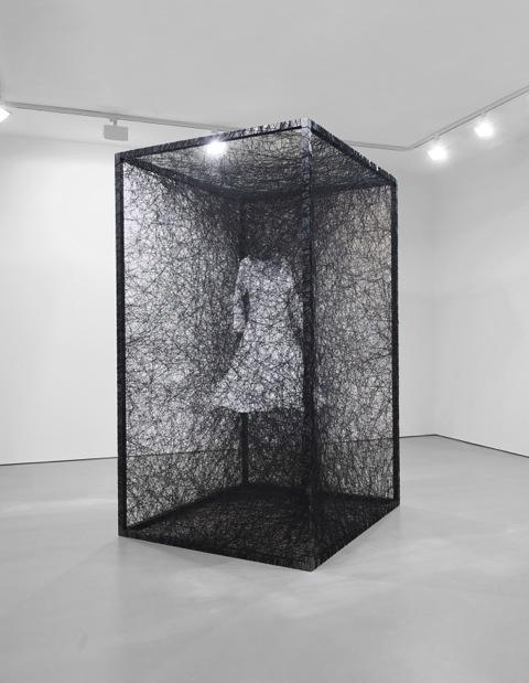 Chiharu Shiota, Dress, 2011 - Chiharu Shiota - Portrait de galeriste - Bernard Templon, institut Magrer de Bordeaux