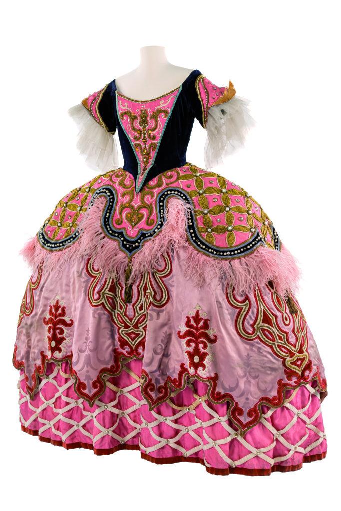Modes! A la ville comme a la scene au CNCS de Moulins - Costume de Georges Wakhévitch pour le rôle d'Emilie dans Les Indes galantes de J-P. Rameau, Opéra national de Paris, 1952