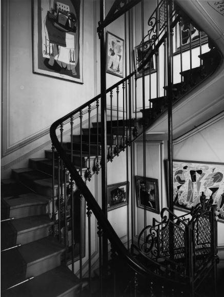 21 rue de la Boetie, escalier menant aux appartement prives - Musee Maillol