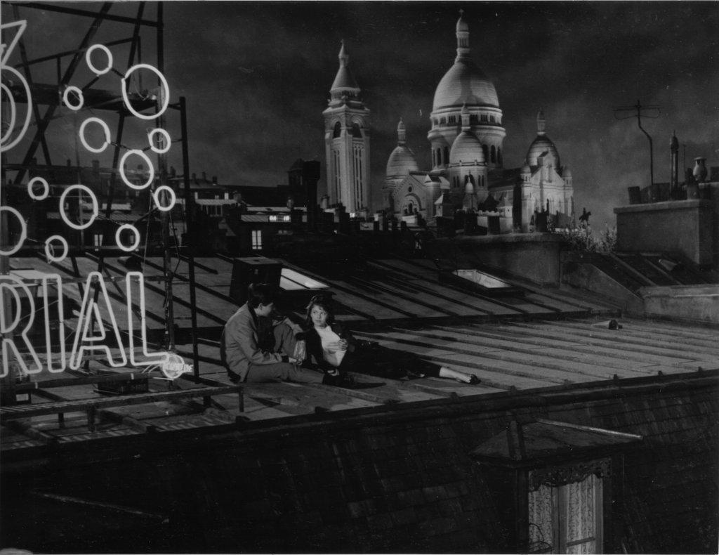 Boulevard Julien Duvivier, 1959 Photographie en noir et blanc Jean-Pierre Léaud et Monique Brienne, Montmartre, décor de cinéma