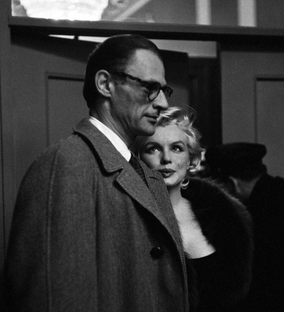 Marilyn Monroe et Arthur MillerÀ l'avant première de «Certains l'aiment chaud»New York, 1959 - Henri Dauman - The Manhattan Darkroom - Musee Nicephore-Niepce de Chalon-surSoane