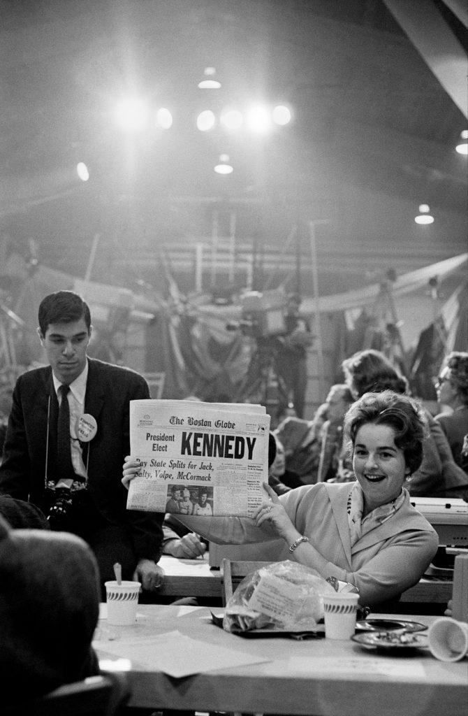 Election de John Fitzgerald KennedyHyannis Armory, Massachusetts,1960 - Henri Dauman - The Manhattan Darkroom - Musee Nicephore-Niepce de Chalon-sur Soane