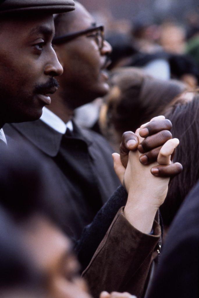Manifestation pour les droits civiques devant la Maison Blanche Washington DC, 1965 - Henri Dauman - The Manhattan Darkroom - Musee Nicephore -Niepce de Chalon-sur Soane