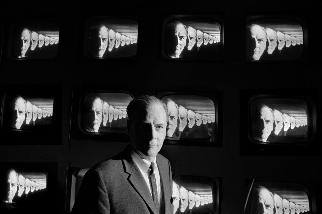 Marshall McLuhanToronto, 1974 - Henri Dauman - The Manhattan Darkroom - Musee Nicephore -Niepce de Chalon-sur Soane