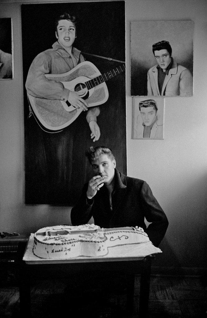 Elvis Presley, Graceland, Memphis, 1960 - Henri Dauman - The Manhattan Darkroom - Musee Nicephore -Niepce de Chalon-sur Soane