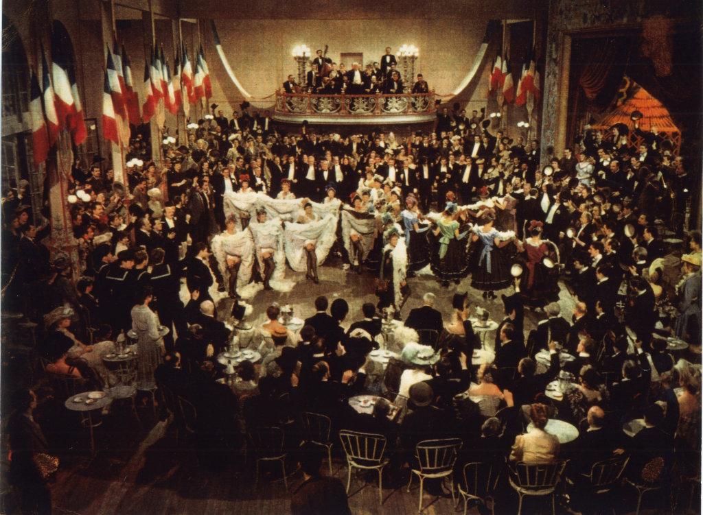 French Cancan Jean Renoir, 1955 Production Gaumont (France)/Jolly Film (Italie) Scènede cancan, Montmartre, décor de cinéma