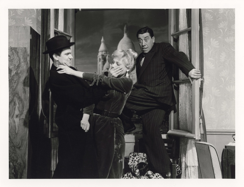L'Homme à l'imperméable, Julien Duvivier, 1956 Amarande et Fernandel, Montmartre, décor de cinéma