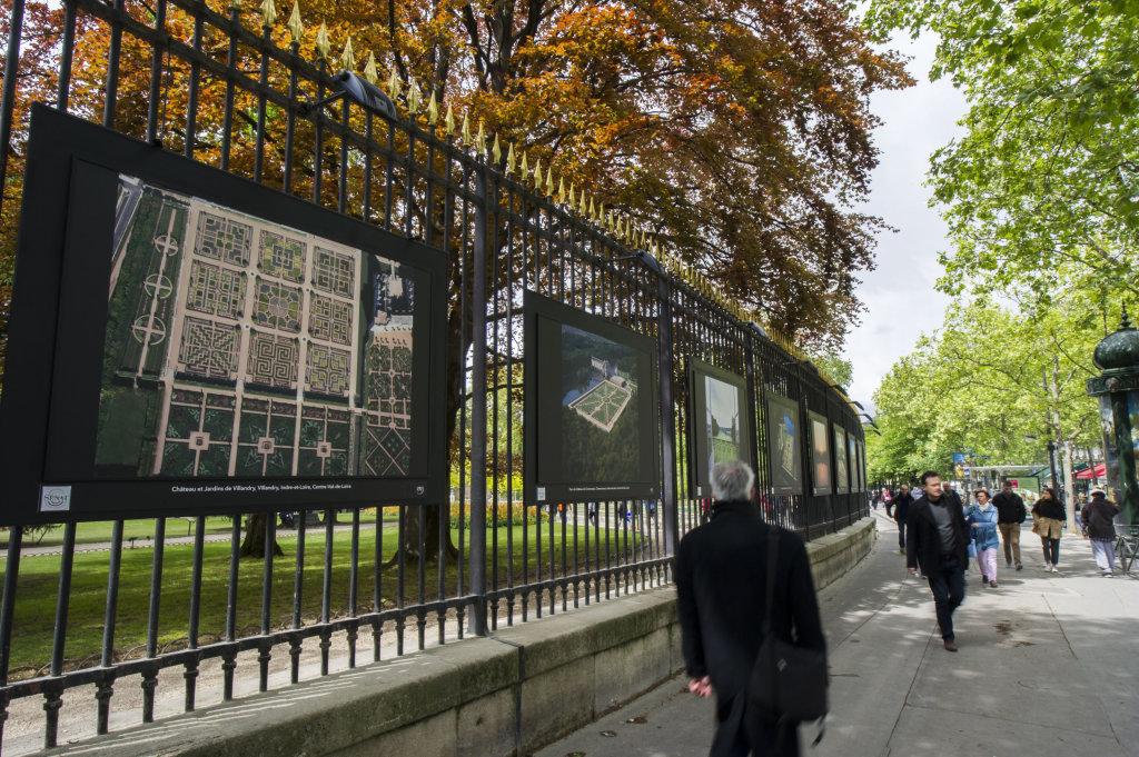 Vue de l'exposition Jardins extraordinaires sur les Grilles du Jardin du Luxembourg 3