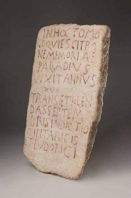 Stèle funéraire de Palladius, Austrasie, Musée d'Archéologie Nationale