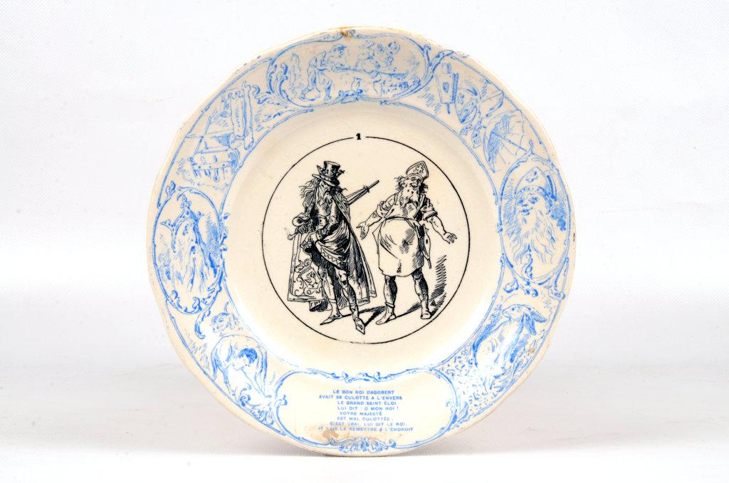"""Assiette illustrant la chanson """"Le Bon roi Dagobert"""", Austrasie, Musée d'Archéologie Nationale"""