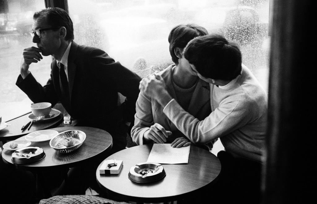Paris, les amoureux, café de Flore, années 1965, Léon Herschtritt, Galerie Esther Woerdehoff & l'Hôtel et Spa la Belle Juliette