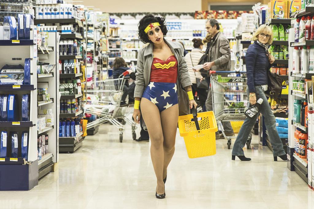 Wonder Woman's Daily Routine, Girl Super Power, Galerie Sakura