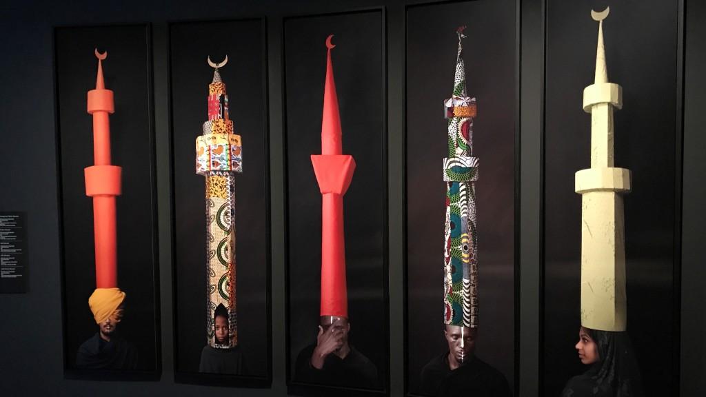 Maimouna GuerresiOrange and Yellow Minaret / Light Green Minaret / Red Minaret Série Minaret Hats, 2011-2012 - Trésors de l'Islam en Afrique. De Tombouctou à Zanzibar exposition Institut du Monde Arabe Paris_1638
