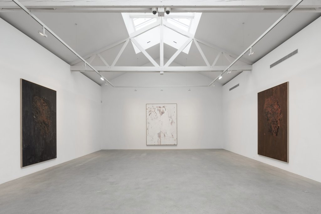 Vue de l'exposition Descente 1, Georg Baselitz - Descente a la Galerie Thaddaeus Ropac de Pantin
