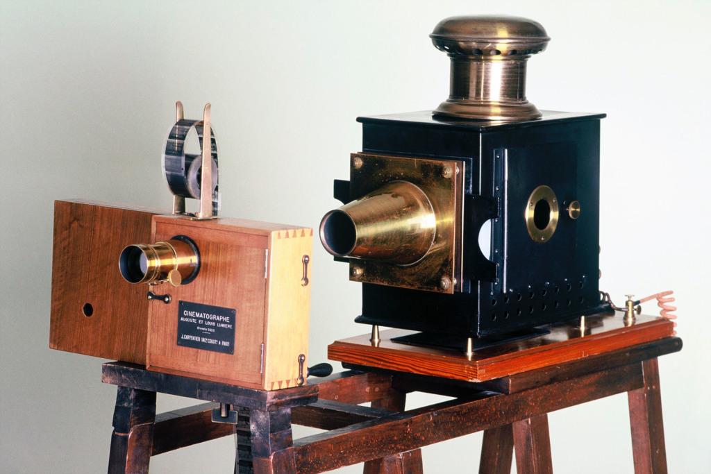 Cinematrographe en projection (decembre 1895) - Lumiere! Le cinema invente au Musee des Confluences de Lyon