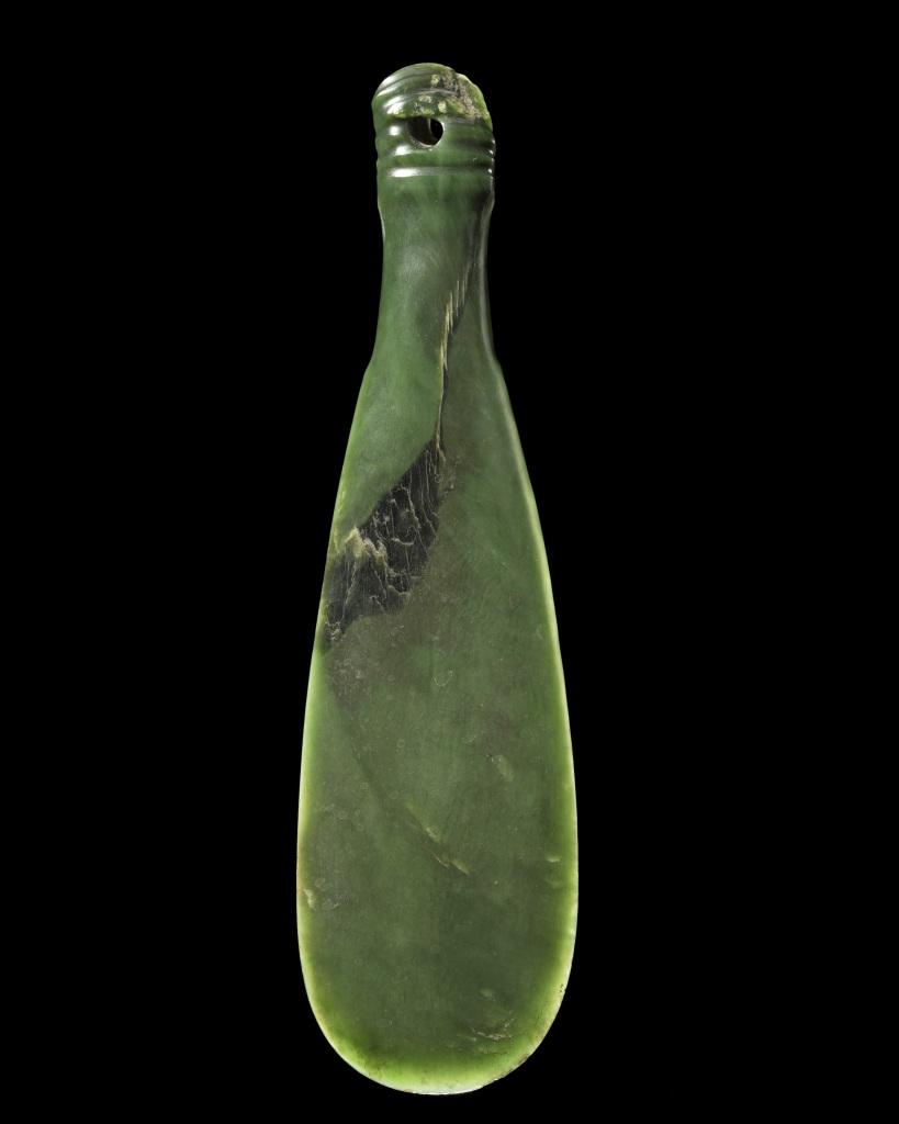 Mere, hand weapon. - Pierre Sacree des Maoris au Musee du Quai Branly - Jacques Chirac