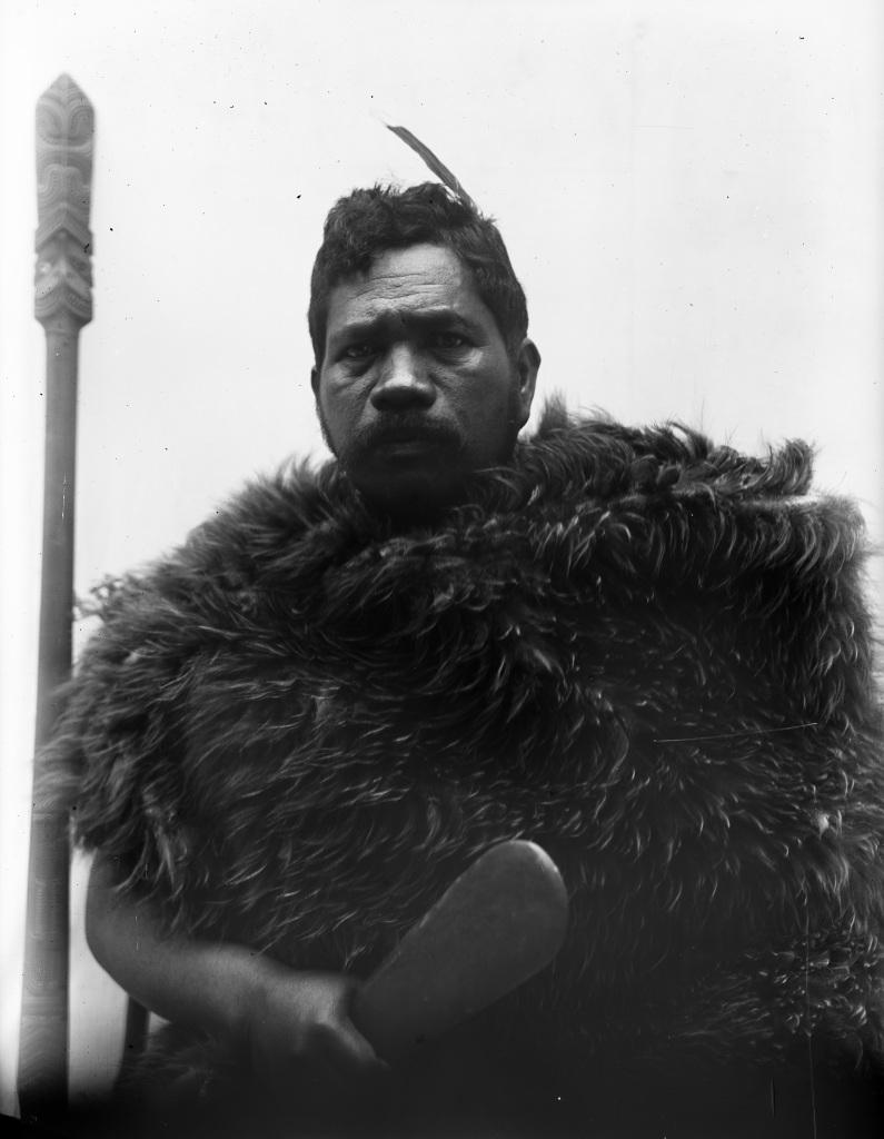 Portrait, Pierre Sacree des Maoris au Musee du Quai Branly - Jacques Chirac