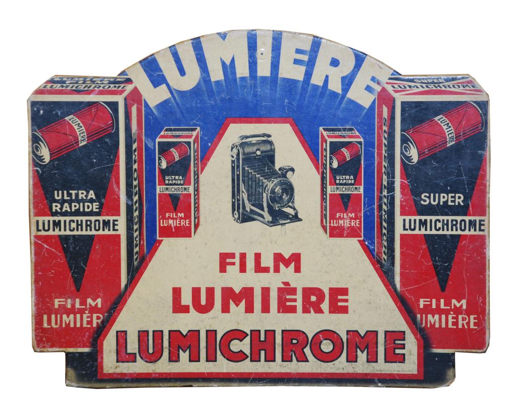 Publicite cartonnee pour pellicules Lumiere Lumichrome (1935) - Lumiere! Le cinema invente au Musee des Confluences de Lyon