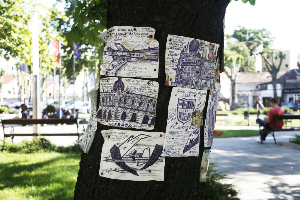 TANASIC, Zoran, Série de dessins photographiée par ZUPANC Ivan, 2009, Turbulences dans les Balkans, Halle Saint Pierre