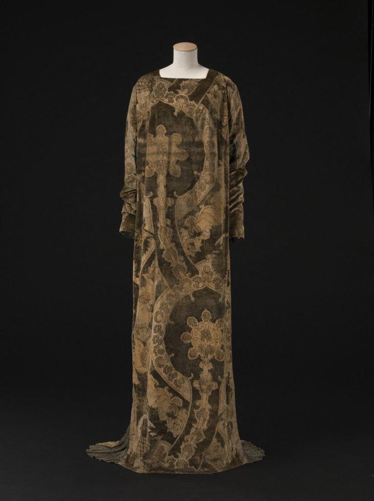 Mariano Fortuny, Robe Eleonora, Velours de soie vert imprimé or, toile de soie plissée verte, cordonnet de soie verte - vers 1912