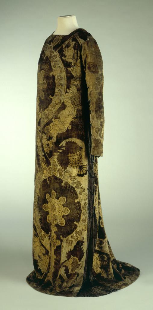 Mariano Fortuny, Robe d'intérieur en velours vert foncé, imprimé de grands motifs floraux or - vers 1920