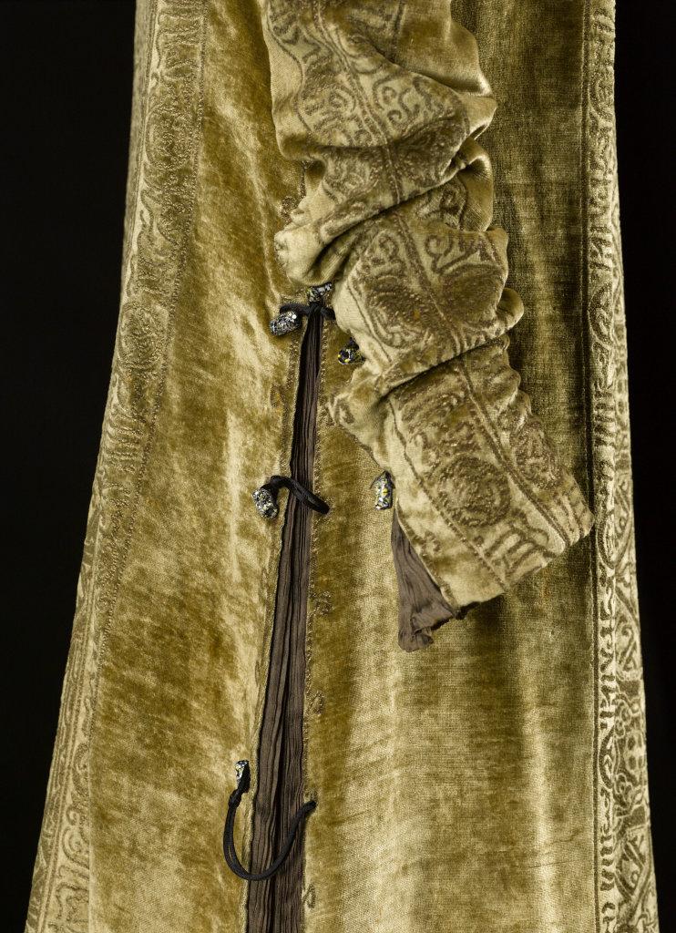 Mariano Fortuny, Robe Eleonora. Velours de soie bronze-vieil or imprimé or - vers 1910