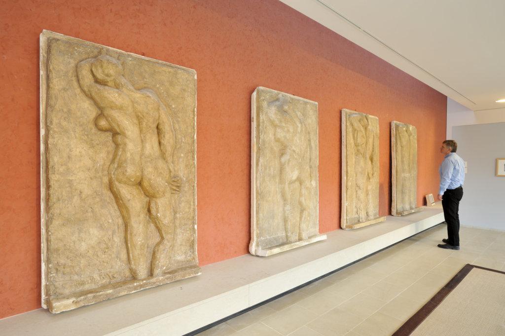 """Vue d'ensemble salle des platres """"Les Dos"""", de H. Matisse, coll musee Matisse, Le Cateau-Cambresis"""