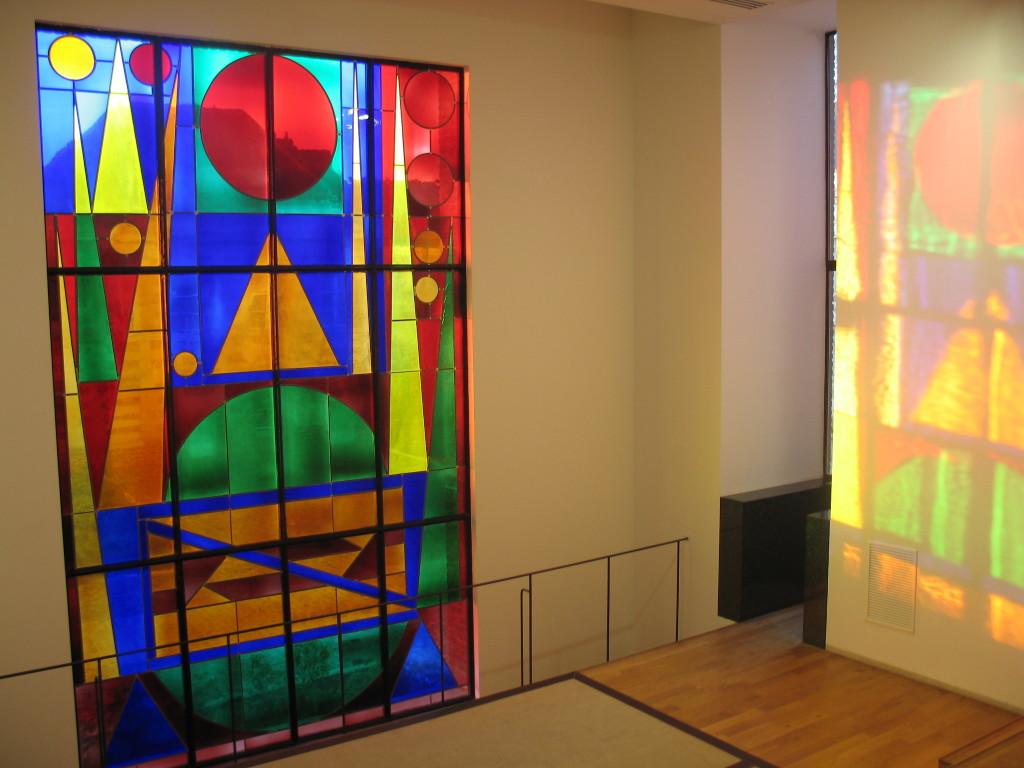 """""""Le musee Matisse, Un musee a vivre"""" Vue d'ensemble vitrail """"Joie"""" collection Auguste Herbin musee Matisse, Le Cateau-Cambresis, E Watteau"""