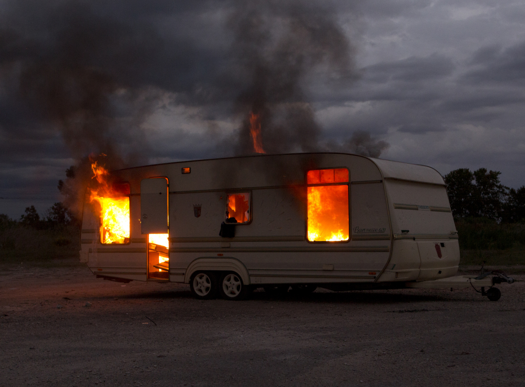 Mathieu Pernot, série du feu, Arles, 2013, Hôtel des arts