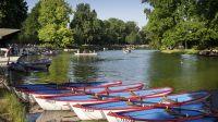 Paris 12eme arrondissement. Bois de Boulogne. Barques sur le lac Daumesnil * Paris 12th district. Wood of Boulogne. Boats on the lake Daumesnil