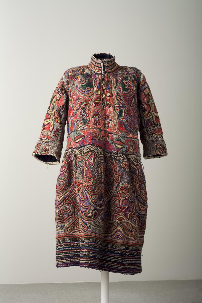 Anonyme, Robe de Bonneval, 1938-1948 - Exposition Inextricabilia, Enchevêtrements magiques à la Maison Rouge - Courtesy Musee d'Art moderne, d'Art contemporain de Villeneuve-d'Ascq
