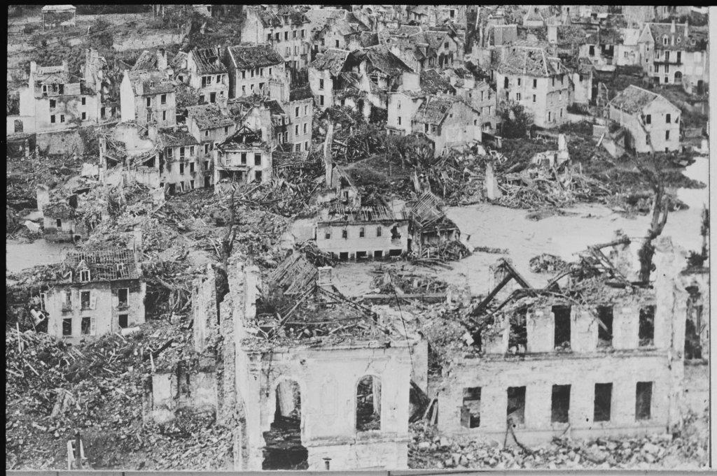 Les Archives départementales de la Manche détruites en 1944, Exposition Chaos, Archives Nationales