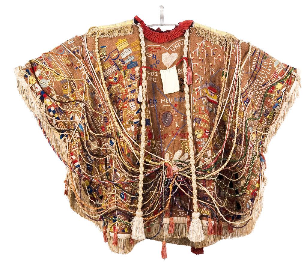 Arthur Bispo do Rosario, Manteau de presentation - Exposition Inextricabilia, Enchevêtrements magiques à la Maison Rouge