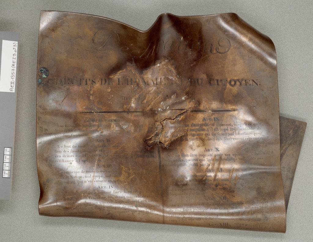 Déclaration des droits de l'Homme et du citoyen de 1789, gravée en 1792 et brisée le 5 mai 1793, Exposition Chaos, Archives Nationales