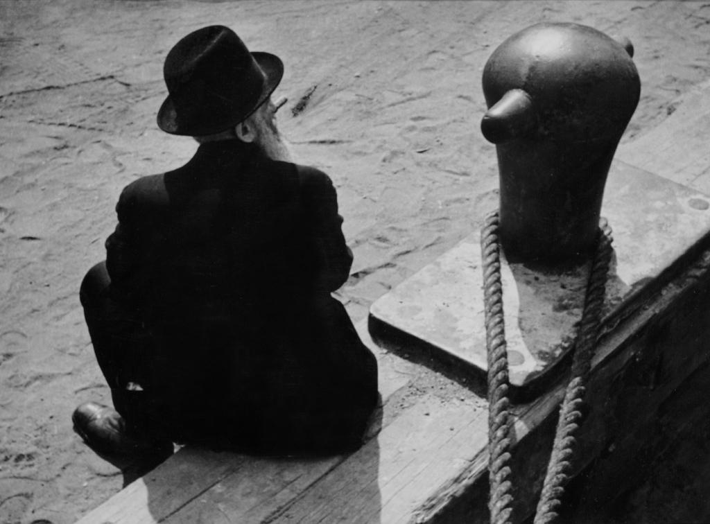 André Kertesz, East River, New York, 1938