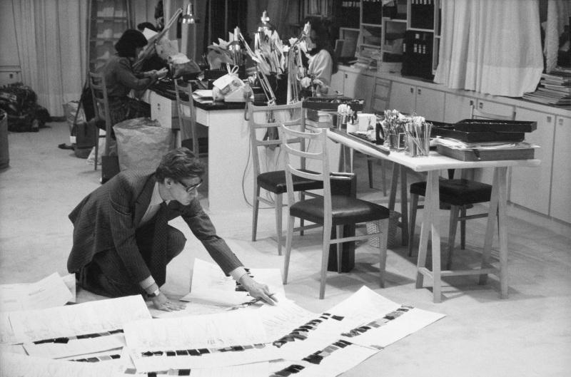 Yves Saint Laurent dans son studio, 1986