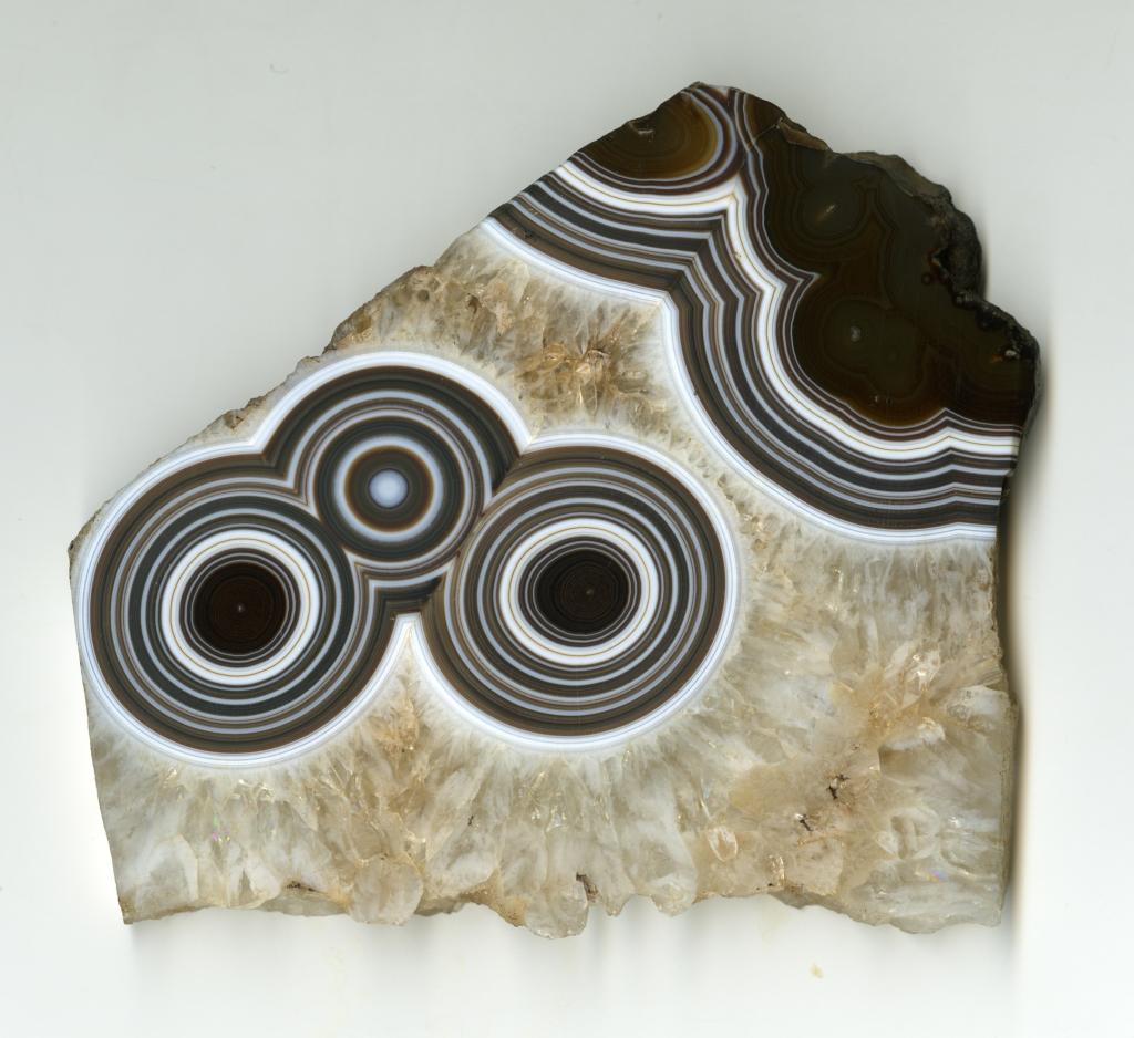 Monocle et binocle (Caillois), Trésors de la terre, Galerie de géologie et de minéralogie