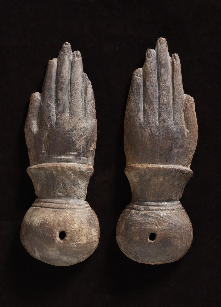 Paire de claquoirs en forme de mains Égypte 664-332 avant J.-C., Musique ! Louvre Lens