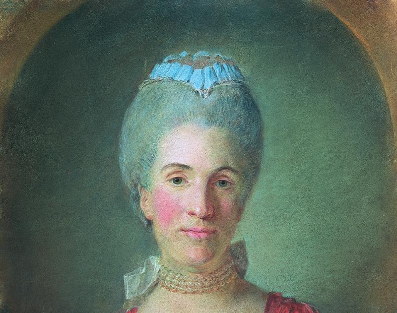 Portrait d'une femme en robe à la française de soie rouge