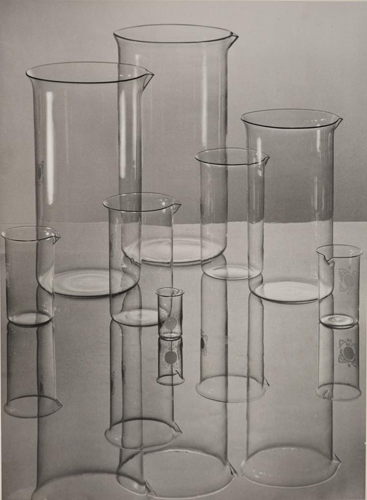 Albert Renger-Patzsch, Jenaer Glas (Zylindrische Gläser) [Verrerie d'Iéna (béchers)], 1934