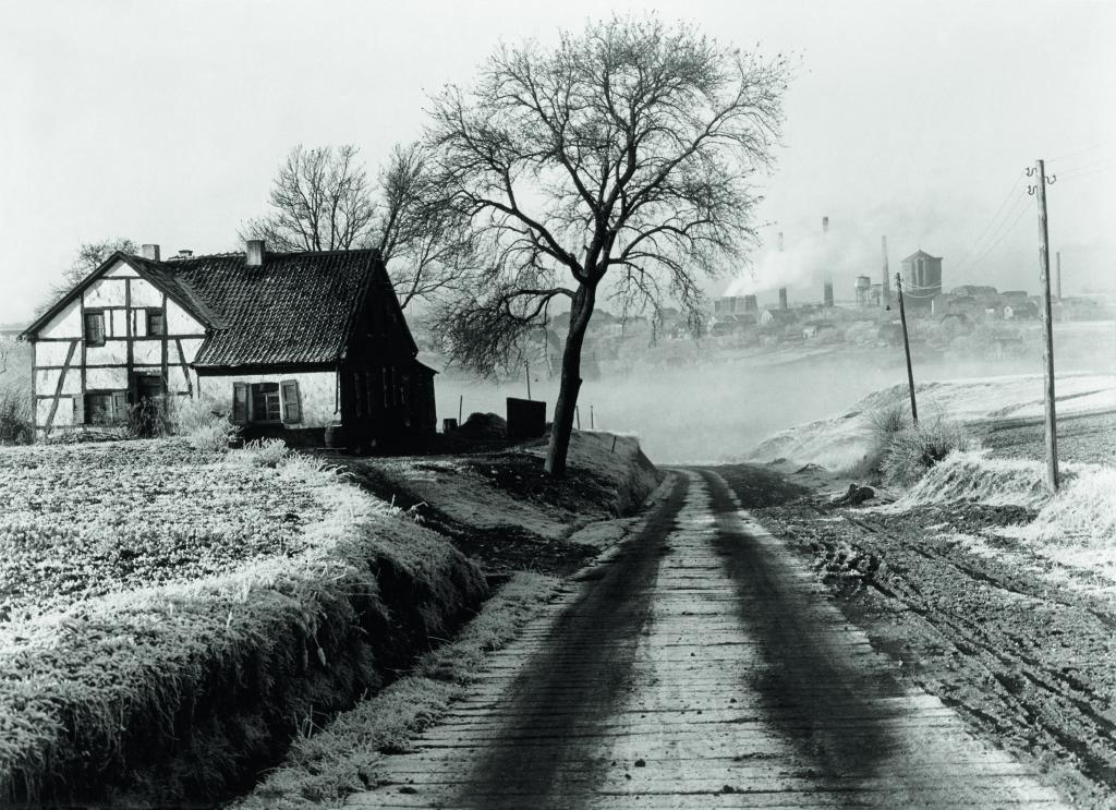 Albert Renger-Patzsch, Paysage près d'Essen et charbonnage Rosenblumendelle, 1928