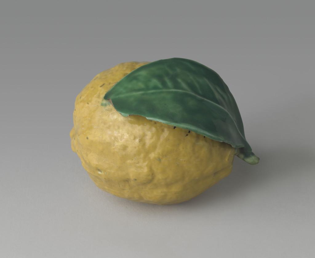 Citron en rond de bosse Italie XVIe siècle 16e siècle faïence